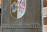 Auf diesem Bild sieht man das Torschild vom Oberlandesgericht in Rostock.